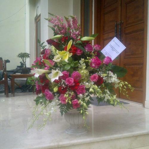 Karangan Bunga (10)